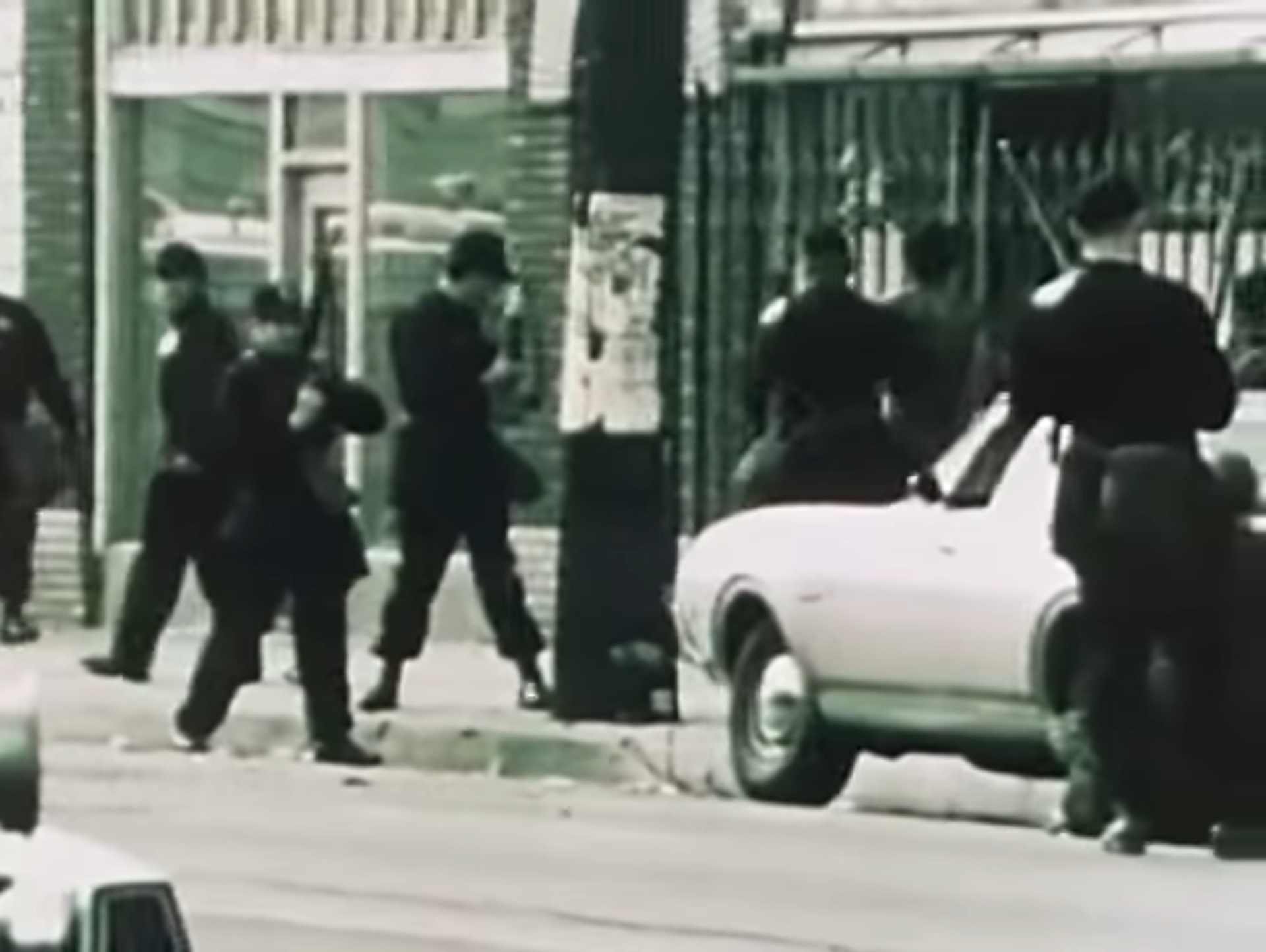 The Los Angeles Police Department's (LAPD) Special Weapons and Tactics (SWAT) team on its first mission: a siege of the Black Panther Party's LA headquarters, December 8, 1969 - Sputnik International, 1920, 07.09.2021