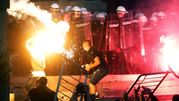 Protesters clash with police in Belgrade. Riots began engulfed Belgrade after the authorities announced the introduction of curfew from Friday to Monday due to the worsening coronavirus situation. - Sputnik International