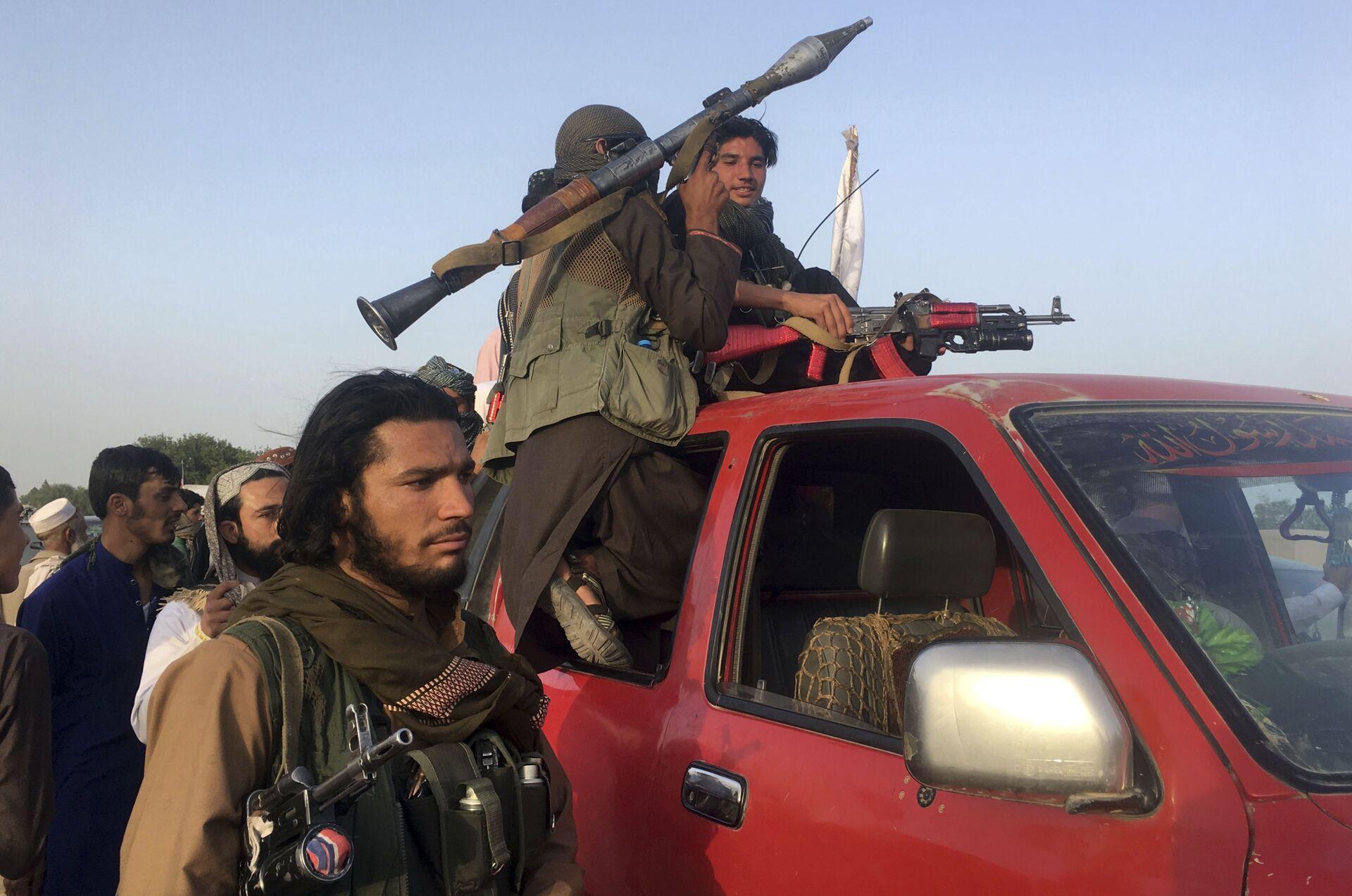 Taliban fighters ride in their vehicle in Surkhroad district of Nangarhar province, east of Kabul, Afghanistan, Saturday, June 16, 2018 - Sputnik International, 1920, 07.09.2021