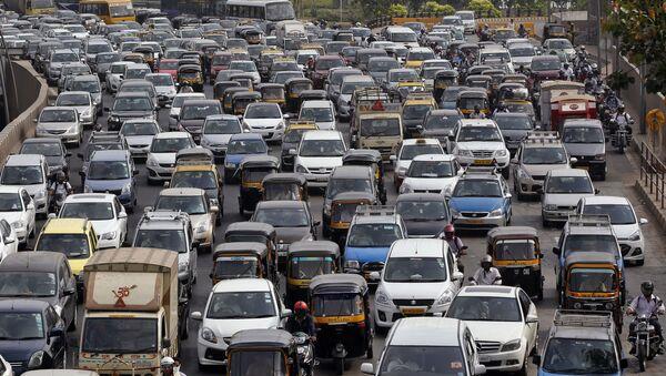 Traffic clogs a road in Mumbai, India (File) - Sputnik International
