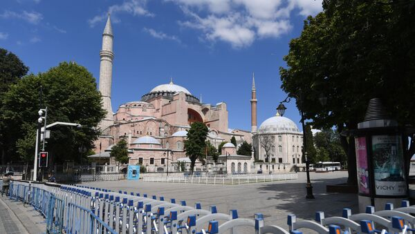 A picture taken on July 11, 2020 shows police fences set up around Hagia Sophia in Istanbul, a day after a top Turkish court revoked the sixth-century Hagia Sophia's status as a museum, clearing the way for it to be turned back into a mosque. - President Recep Tayyip Erdogan on July 11 rejected worldwide condemnation over Turkey's decision to convert the Byzantine-era monument Hagia Sophia back into a mosque, saying it represented his country's will to use its sovereign rights.  - Sputnik International