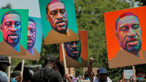 Demonstrators march during a protest against racial inequality in the aftermath of the death in Minneapolis police custody of George Floyd, in Brooklyn, New York, U.S., June 16, 2020. - Sputnik International