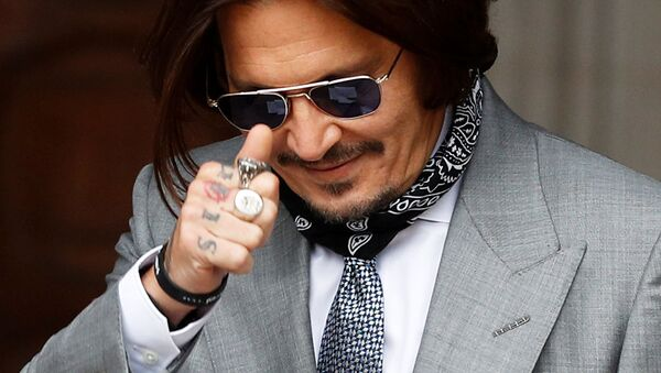 Actor Johnny Depp gestures as he arrives at the High Court in London, Britain July 16, 2020. - Sputnik International