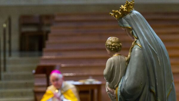 Archbishop Jose H. Gomez of Los Angeles and president of the U.S. Conference of Catholic Bishops (USCCB) kneels in prayer before the Blessed Virgin Mary, in Los Angeles Friday, May 1, 2020 - Sputnik International