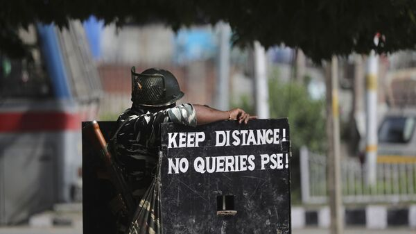 An Indian paramilitary soldier stands guard at a check point during restrictions in Srinagar, Indian controlled Kashmir, Friday, Aug 30, 2019. India on Thursday said it has information that Pakistan is trying to infiltrate terrorists into the country to carry out attacks amid rising tensions over New Delhi's decision to abrogate the autonomy of Indian-administered Kashmir - Sputnik International