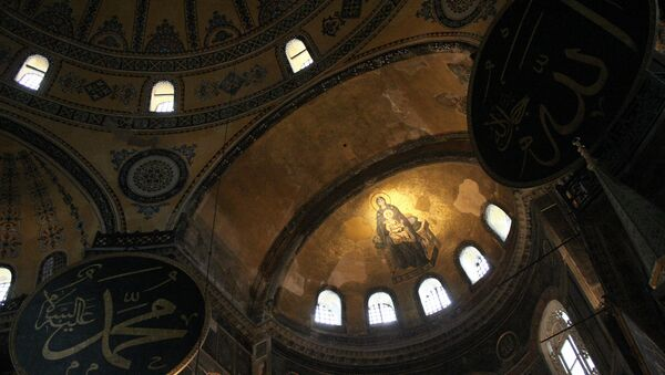 A mosaic of The Virgin and the Child is seen on the dome of Hagia Sophia - Sputnik International