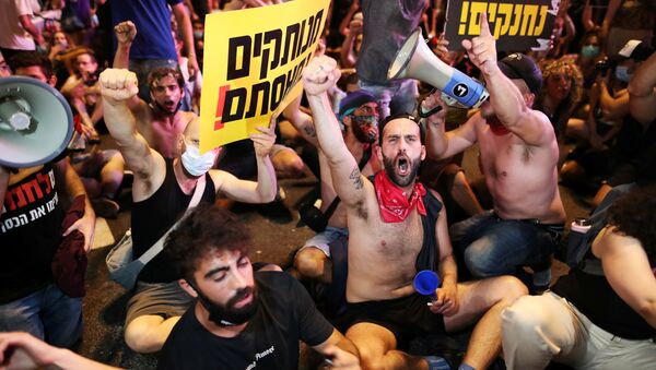 Israelis block a main junction in the city as they protest against the government's response to the financial fallout of the coronavirus disease (COVID- 19) crisis in Tel Aviv, Israel July 11, 2020 - Sputnik International