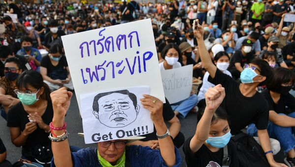 A protester holds a sign depicting Thai Prime Minister Prayuth Chan-Ocha during a protest demanding the resignation of the government, defying the coronavirus disease (COVID-19) restrictions on large gatherings in one of the largest demonstrations since a 2014 army coup in Bangkok, Thailand July 18, 2020.  - Sputnik International