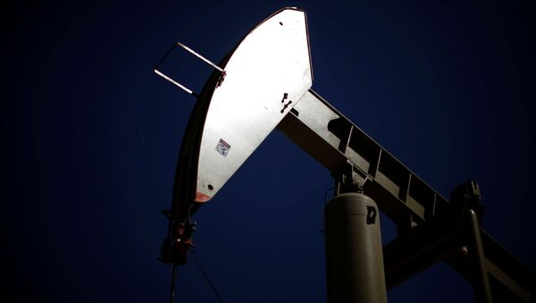 A pumpjack brings oil to the surface  in the Monterey Shale, California, April 29, 2013 - Sputnik International