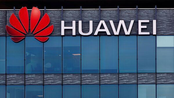 A view shows a Huawei logo at Huawei Technologies France headquarters in Boulogne-Billancourt near Paris, France, July 15, 2020 - Sputnik International
