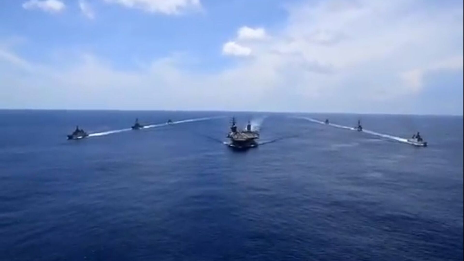 The United States has been mobilising its naval assets in the South China Sea in solidarity with its allies and partners against China flexing its muscles. The US has deployed several aircraft carriers and guided missile destroyers to the Indo-Pacific region. - Sputnik International, 1920, 17.09.2021