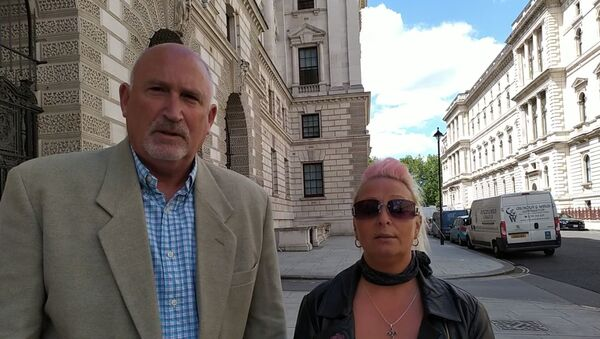 Radd Sieger and Harry Dunn's mother - Sputnik International
