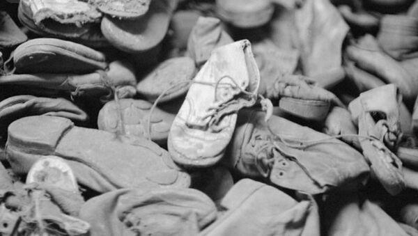 Officials Uncover Inscriptions Inside Shoes Belonging to Children Sent to Auschwitz - Sputnik International