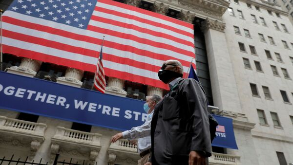 Traders walk past the New York Stock Exchange as the building opens for the first time since March while the outbreak of the coronavirus disease (COVID19) continues in the Manhattan borough of New York, U.S., May 26, 2020. - Sputnik International