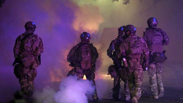 Federal law enforcement officers in Portland, Oregon - Sputnik International