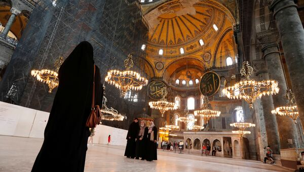 Visitors pose for a picture at Hagia Sophia or Ayasofya, a UNESCO World Heritage Site, in Istanbul, Turkey, July 10, 2020. Picture taken July 10, 2020 - Sputnik International