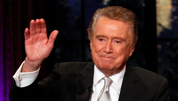 Television host Regis Philbin waves goodbye during his final show of on ABC's Live With Regis and Kelly in New York, November 18, 2011.  - Sputnik International