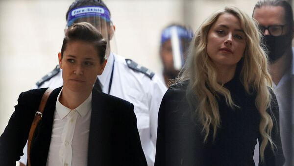 Amber Heard (right) arrives at the High Court with her girlfriend Bianca Butti - Sputnik International