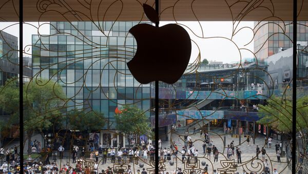 People line up outside the new Apple flagship store on its opening day following an outbreak of the coronavirus disease (COVID-19) in Sanlitun in Beijing, China, July 17, 2020 - Sputnik International