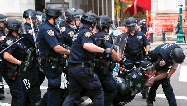 New York Police Department (NYPD) officers detain a demonstrator inside of an area being called the City Hall Autonomous Zone that has been established to protest the New York Police Department and in support of Black Lives Matter near City Hall in lower Manhattan, in New York City, U.S., July 1, 2020 - Sputnik International