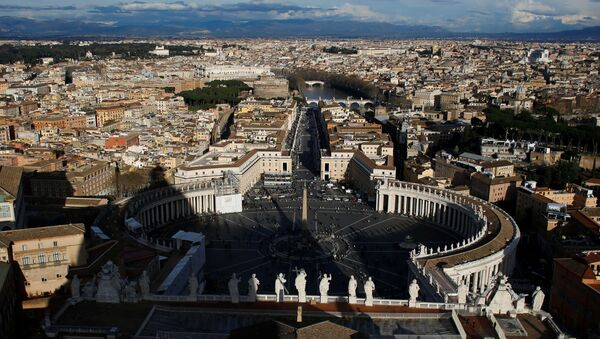 A general view of Saint Peter's Square and the city of Rome is seen from the cupola of Saint Peter's Basilica at the Vatican March 14, 2013 - Sputnik International