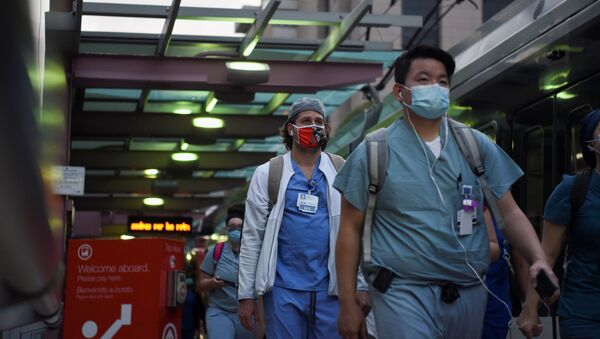 Healthcare workers walk through the Texas Medical Center during a shift change as cases of the coronavirus disease (COVID-19) spike in Houston, Texas, U.S., July 8, 2020.  - Sputnik International