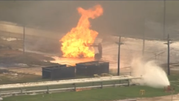 A fire rages following an explosion at the Lone Star natural gas liquids facility in Mont Belvieu, Texas, on July 29, 2020. - Sputnik International