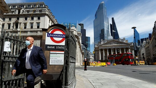 A man wearing a face mask and suit exits Bank underground station, in front of the Bank of England and Royal Exchange Building, amid the coronavirus disease (COVID-19) outbreak, in London, Britain, July 30, 2020.  - Sputnik International