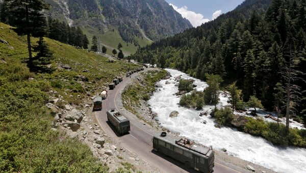 FILE PHOTO: An Indian Army convoy moves along a highway leading to Ladakh, at Gagangeer in Kashmir's Ganderbal district on June 18, 2020. - Sputnik International