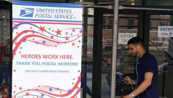 A man walks past a US Postal Service building in the Manhattan borough of New York City, 30 July 2020. - Sputnik International