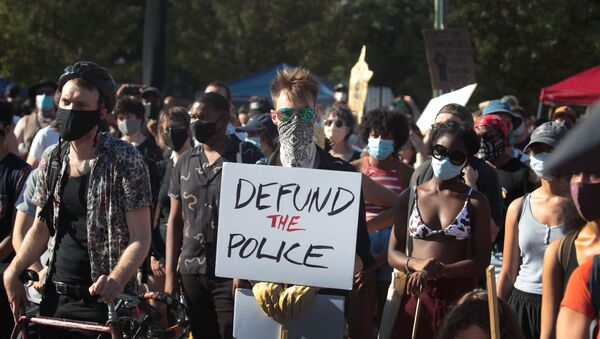 Activists hold a rally calling for the defunding of police in the Lawndale neighborhood on July 24, 2020 in Chicago, Illinois. The annual budget for the Chicago Police Department is more than $1.6 billion. - Sputnik International