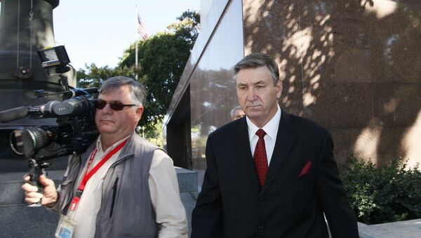 Jamie Spears, right, father of singer Britney Spears, leaves the Stanley Mosk Courthouse Wednesday, Oct. 24, 2012, in Los Angeles - Sputnik International