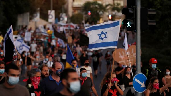 Israelis march as they protest against Israeli Prime Minister Benjamin Netanyahu and his government's response to the financial fallout of the coronavirus disease (COVID-19) crisis in Jerusalem July 21, 2020.  - Sputnik International