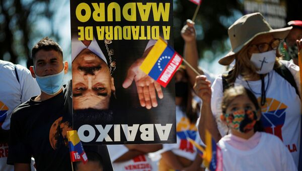 Supporters of Venezuelan opposition leader Juan Guaido attend a protest against Venezuela's President Nicolas Maduro during Venezuela's Independence Day celebration next to the embassy in Brasilia, Brazil, July 5, 2020.  - Sputnik International