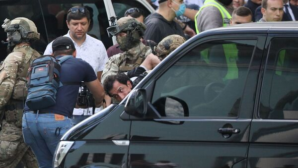 Members of a Ukrainian special forces unit detain a man who threatened to blow up a bomb in a bank branch, in Kyiv, Ukraine August 3, 2020 - Sputnik International