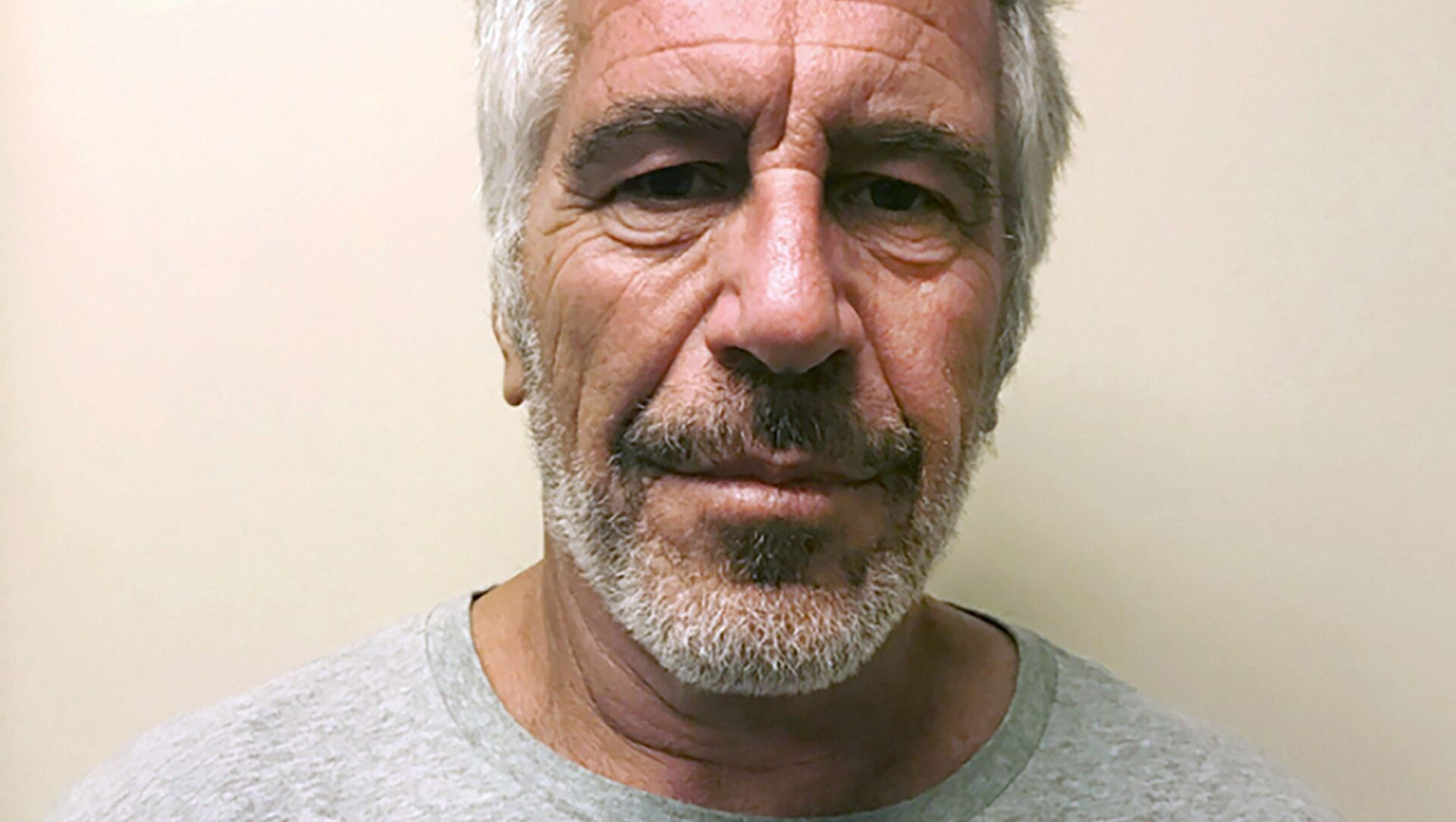 FILE - This March 28, 2017, file photo, provided by the New York State Sex Offender Registry, shows Jeffrey Epstein. British socialite Ghislaine Maxwell was arrested by the FBI on Thursday, July 2, 2020, on charges she helped procure underage sex partners for the financier - Sputnik International, 1920, 03.02.2021