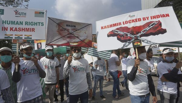 Members of the civil society group Youth Forum for Kashmir take part in a rally to show solidarity with Kashmiri people on the eve of first anniversary of India's decision to revoke the disputed region's semi-autonomy, in Lahore, Pakistan, Wednesday, Aug. 5, 2020 - Sputnik International