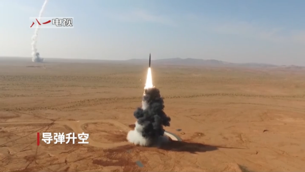 A road-mobile DF-26 intermediate-range ballistic missile is test-fired by China's People's Liberation Army Rocket Force (PLARF) - Sputnik International