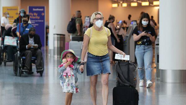 Passengers at LAX airport in Los Angeles - Sputnik International