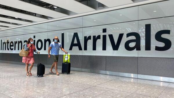 Passengers from international flights arrive at Heathrow Airport - Sputnik International