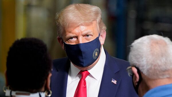 US President Donald Trump wears a protective face mask due to the coronavirus disease (COVID-19) pandemic as he talks with workers while touring a Whirlpool Corporation washing machine factory in Clyde, Ohio, US, 6 August 2020 - Sputnik International