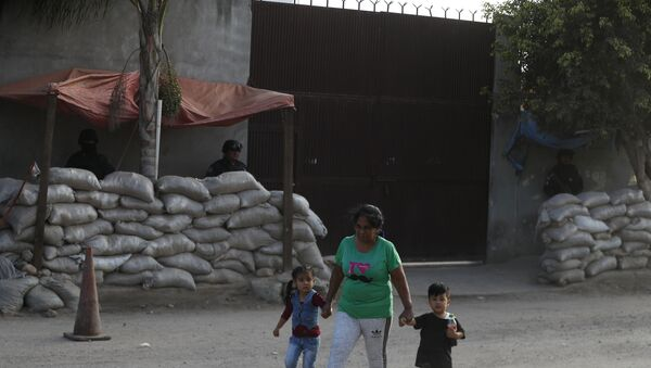 Police outside the entrance to one of the former homes of Jose Antonio Yepez Ortiz in Guanajuato state - Sputnik International