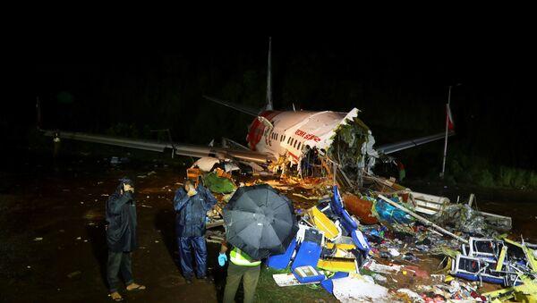 The wreckage from an Air India Express jet in Karipur, Kerala - Sputnik International