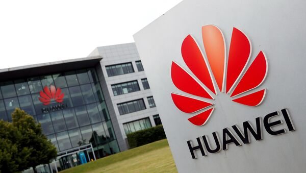Huawei logo pictured outside its headquarters building in Reading, Britain, July 14, 2020. - Sputnik International