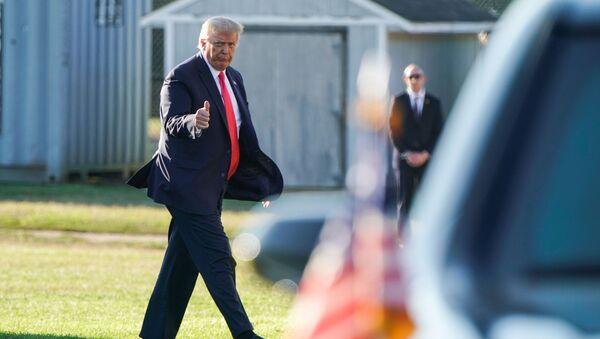 U.S. President Donald Trump walks from Marine One as he arrives in Southampton, New York, U.S., August 8, 2020. - Sputnik International