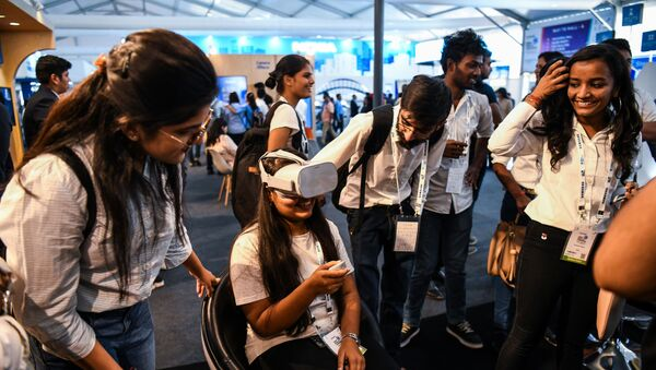 Visitors test a 5G virtual reality demonstration at the India Mobile Congress 2018 in New Delhi on October 25, 2018 - Sputnik International