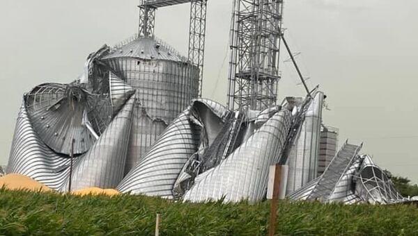 Grain elevator smashed in Luther, Iowa.  - Sputnik International