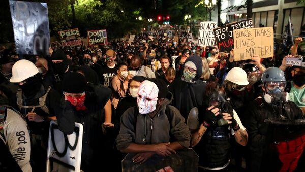 Demonstrators attend a protest against racial inequality and police violence in Portland, Oregon, U.S., August 2, 2020 - Sputnik International