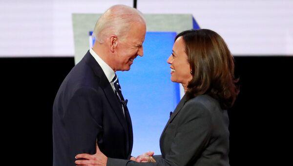 Former Vice President Joe Biden and U.S. Senator Kamala Harris shake hands before the start of the second night of the second U.S. 2020 presidential Democratic candidates debate in Detroit, Michigan, U.S., July 31, 2019. - Sputnik International