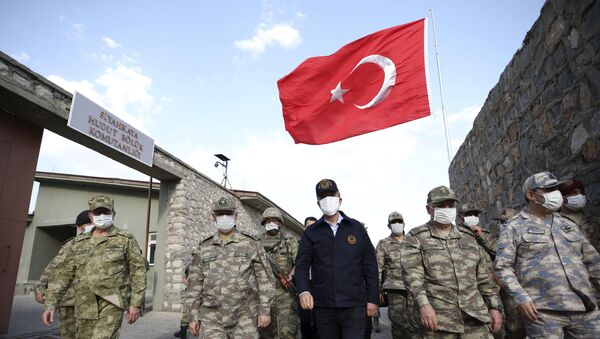 In this photo taken Friday, June 19, 2020, Turkish Defense Minister Hulusi Akar, centre, wearing a face mask to protect against coronavirus, visits Turkish troops at the border with Iraq, in Hakkari province, Turkey. Turkish army's operation continues after it said Wednesday it has airlifted troops for a cross-border ground operation against Kurdish militants in northern Iraq - Sputnik International